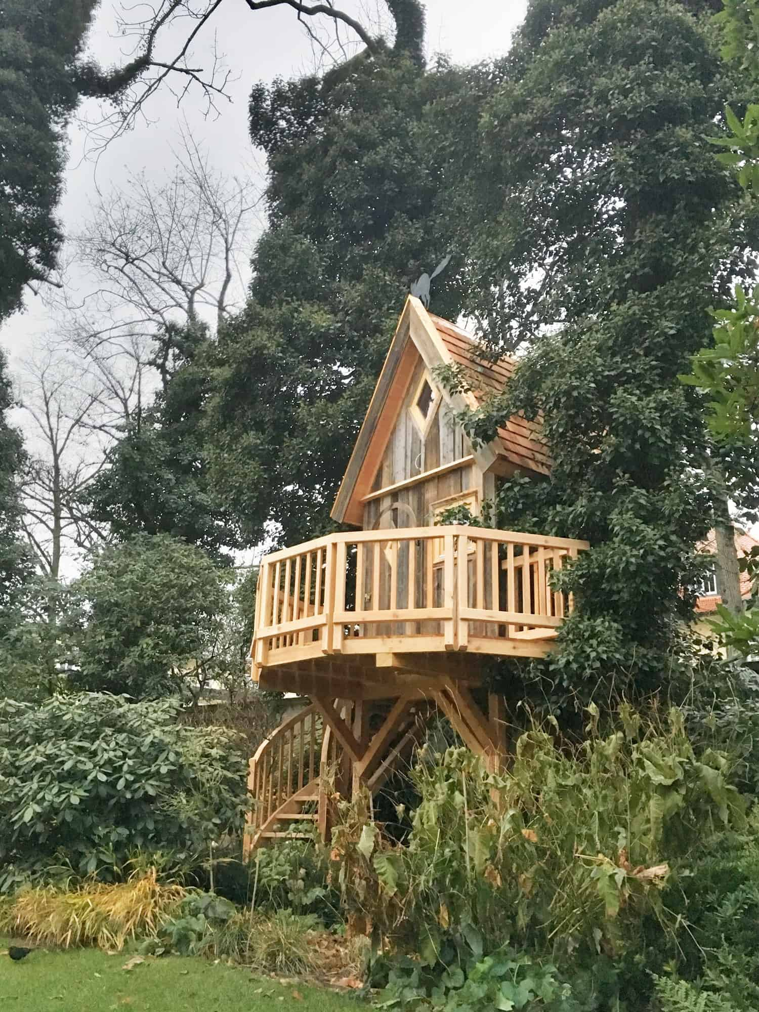 middle-size-professional-treehouse-on-poles