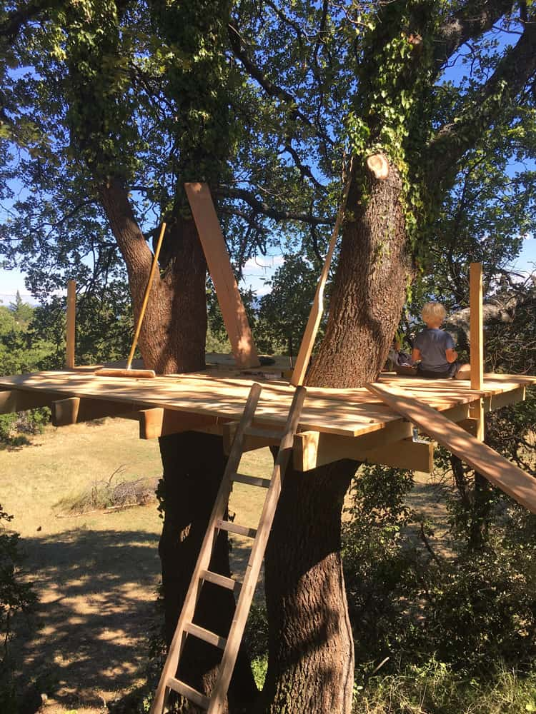 "tiny diy treehouse platform realized with our ""German Treehouse Screws"""