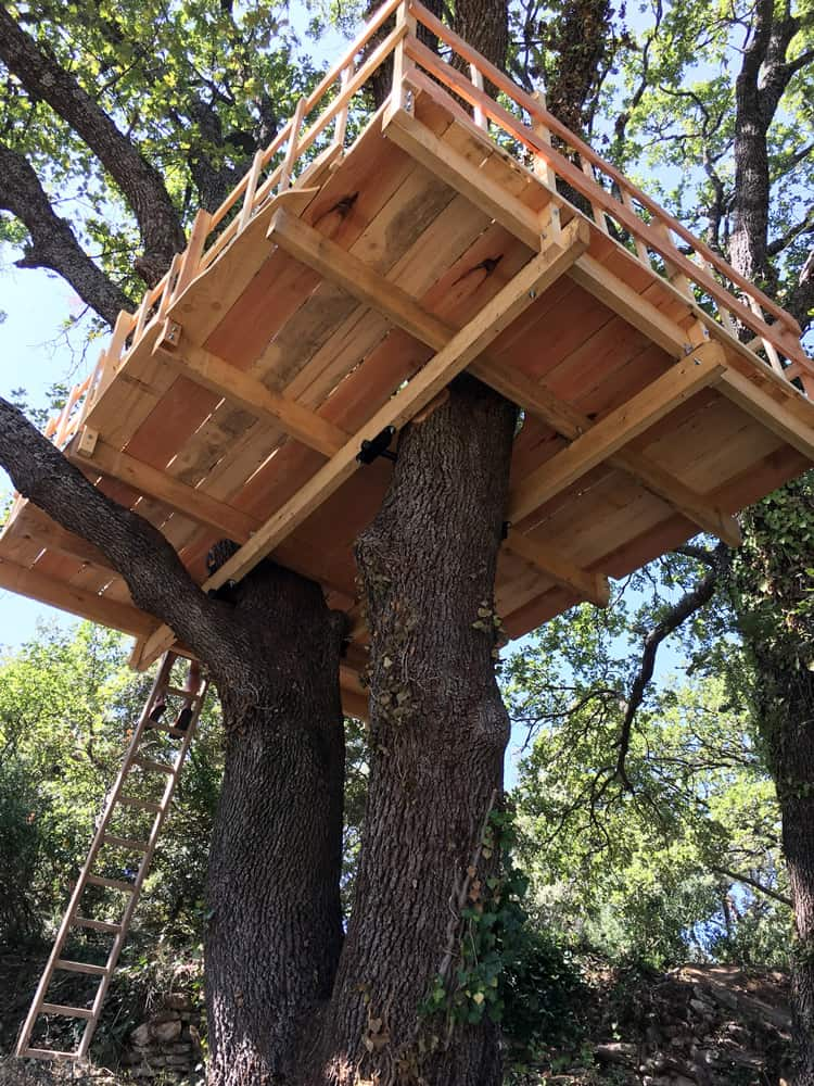"treehouse platform in oak fixated with ""German Treehouse Screws"""