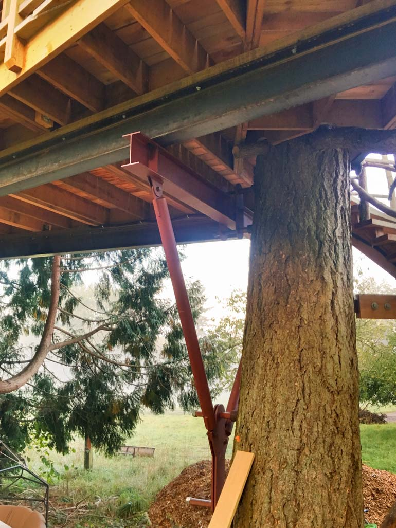Beispiel Treehouse Attachment Bolt by Pete Nelson