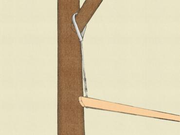 Baumhaus Holzbalken in Baum hängen mit Stahlseil